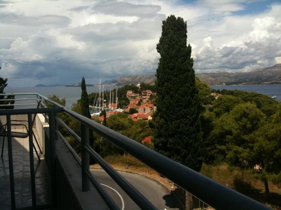 Red Coral Apartments: view from veranda of Cavtat & Dubrovnik