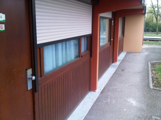 Campanile Lyon Est - Aéroport Saint Exupéry : Outside of room