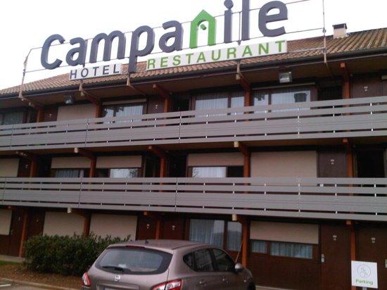 Campanile Lyon Est - Aéroport Saint Exupéry : Hotel facade