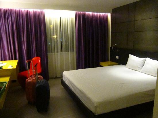 โรงแรมปาร์ค เรสซิเดนซ์ กรุงเทพ: new room, clean but NO blanket in the bed...