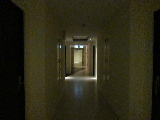 ذا بارك ريزيدانس آت بانكوك: hotel corridor