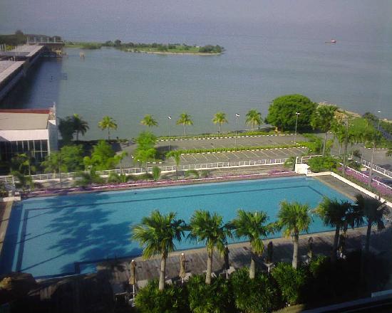 โรงแรมฮอลิเดย์ อินน์ มะละกา: View from the room (sea facing)