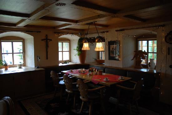 Landhaus Kossel: Breakfast room, very Bavarian style