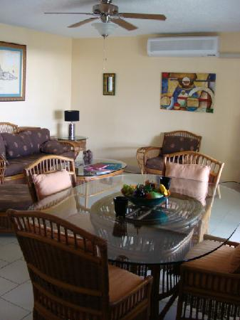 Colony Cove Beach Resort : A303 Air Conditioned Living Rm/Dining Area