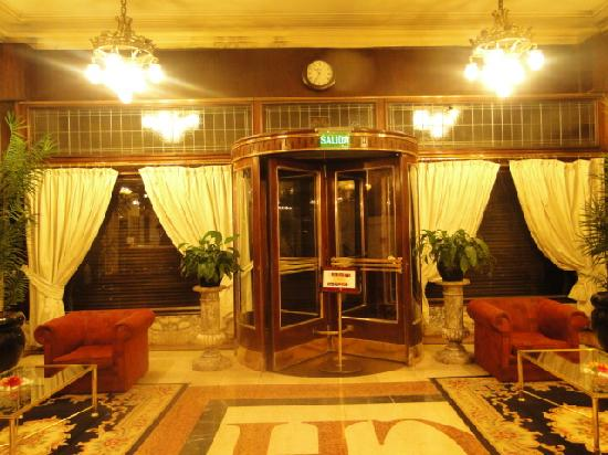Castelar Hotel & Spa: Puerta giratoria