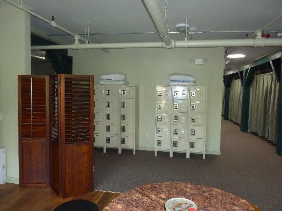 The Burlington Hostel : Lockers, and rooms