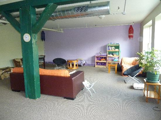 The Burlington Hostel: Common area