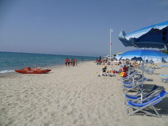 Villaggio Residence Costa Blu : scorcio di spiaggia