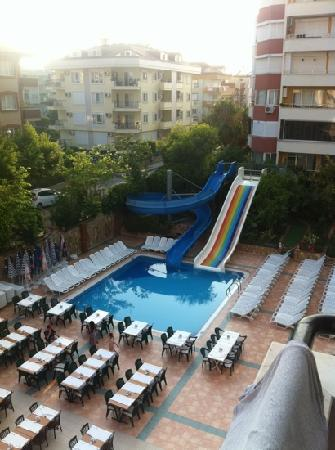 Club Big Blue Suite Hotel: night time prep