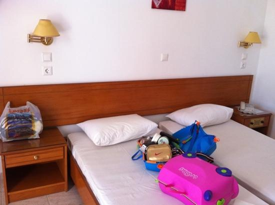 Rhodian Rose Hotel: bedroom