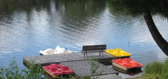 Pinestone Resort and Conference Centre: Paddle boat fun!