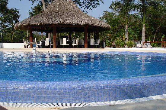 Pacifica Resort Ixtapa: The pool area