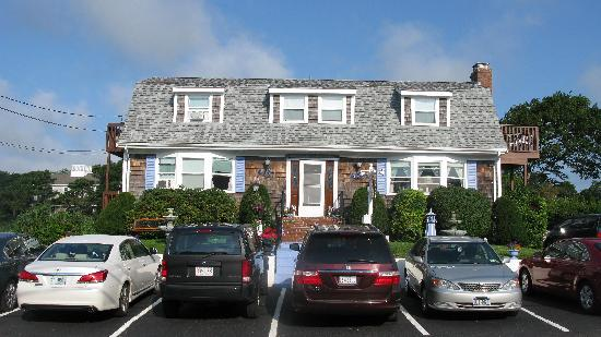 Cape Cod Ocean Manor: Ocean Manor Inn Parking