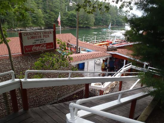 Chauncey Creek Lobster Pier: Steep ramp to the resturant. Look at the views.