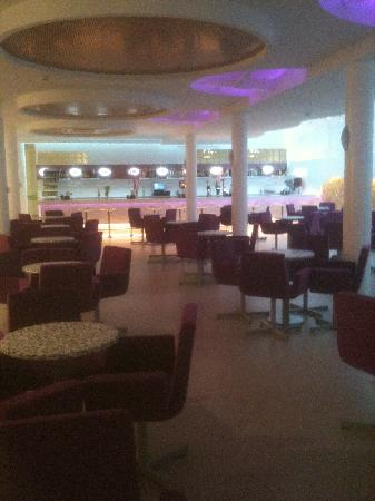 Riviera Beachotel: Downstairs bar