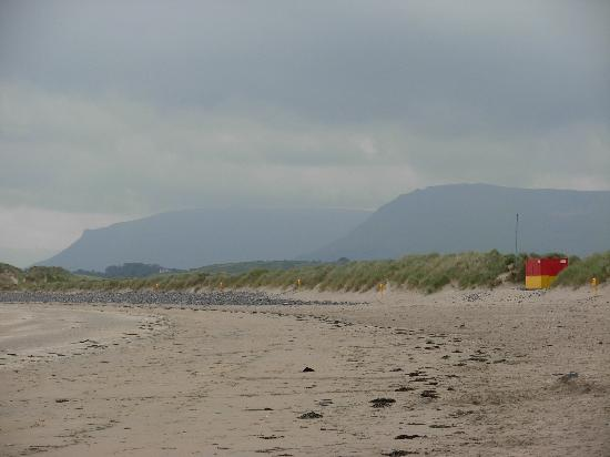 Rowanville Lodge: The beach at Streedagh Point, 10 minutes away.
