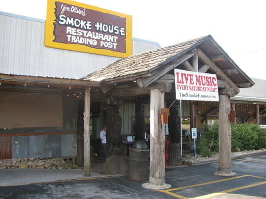 Jim Oliver's Smoke House Restaurant and Old General Store: Entrance