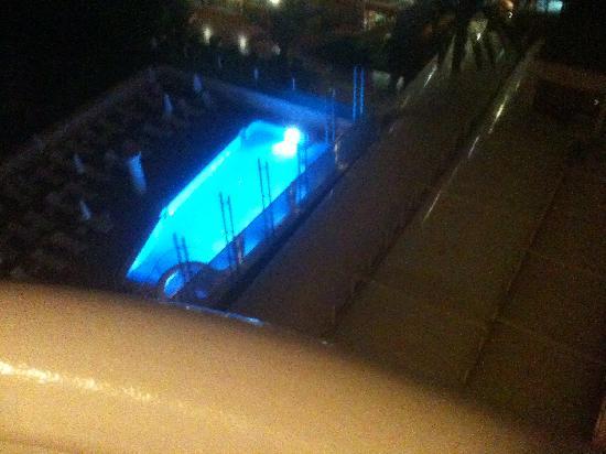 Riviera Beachotel: Pool at night