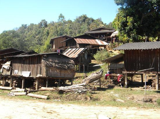 แม่สะเรียง, ไทย: Karen Village Homes