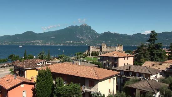 Hotel Pace: Torri del Benaco, uitzicht van balkon La Pace II