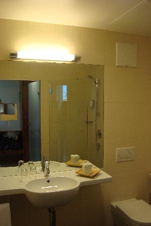 Blumenhotel : Badezimmer