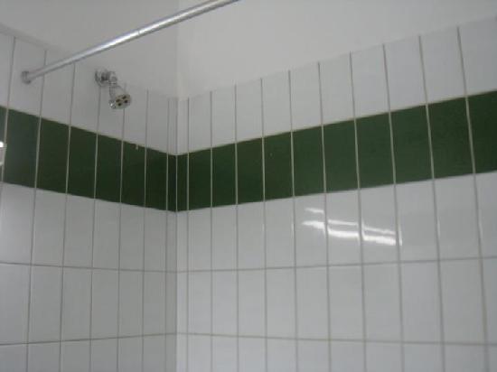 Uzu Hotel: Shower - strong and hot.