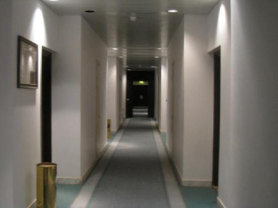 Uzu Hotel: Corridor
