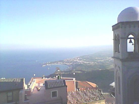 Hotel Panorama Di Sicilia: Scorcio di Castelmola  e panorama adiacente fatta dal castello