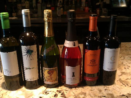 CRU Urban Lounge: Come check out our international wines.