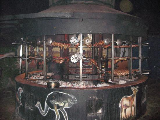 Safari Park Hotel & Casino: Dinner being cooked