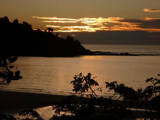 Le Belvedere : Coucher du soleil  vu des bungalows