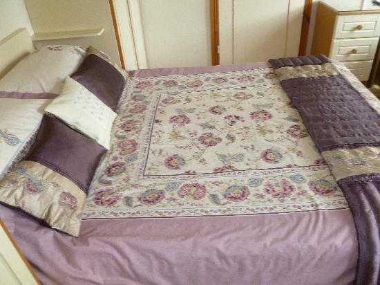 Meadow Bank B&B : bed