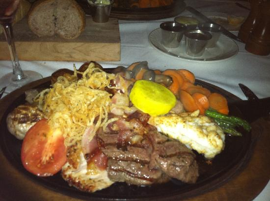 Atlantis, Royal Towers, Autograph Collection: Mixed Grill at Bahamian Club