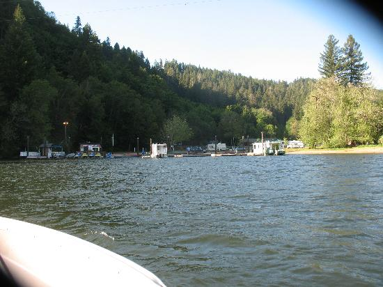 Loon Lake Lodge & RV Resort: Picture of camp area from the lake