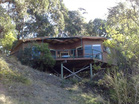 Lorne Erskine Falls Cottages: Front View of Ocean View Cottage