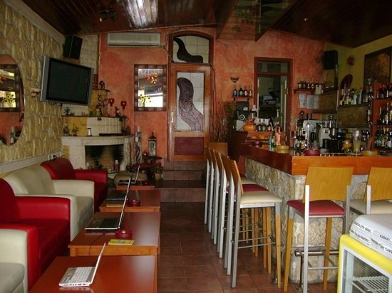 Online Internet Cafe & Bar : inside the bar