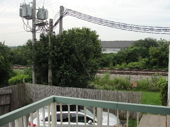 Red Roof Inn & Suites DeKalb: Train Tracks Right Outside Our Door!