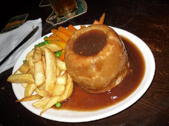 The Old John Peel Inn : Look at the size 'o that puddin!!