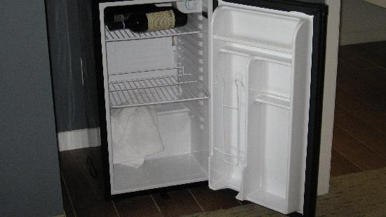 Casulo Hotel: Mini-fridge after 2 hrs of defrosting