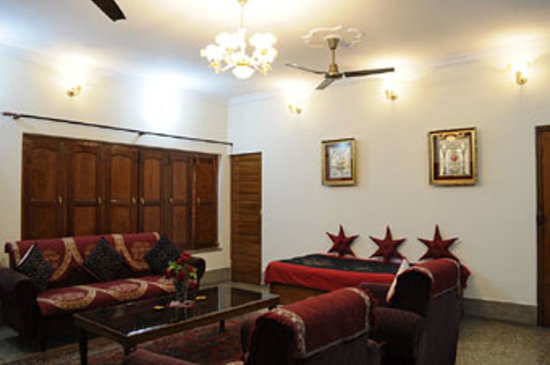 Homestay: Living Room
