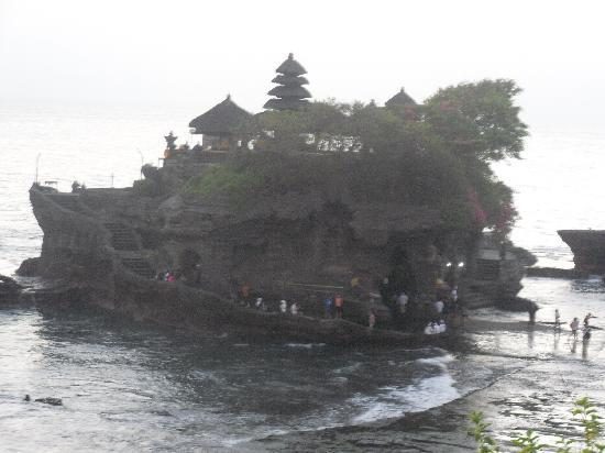 Tirtarum Villas: Tanah Lot temple