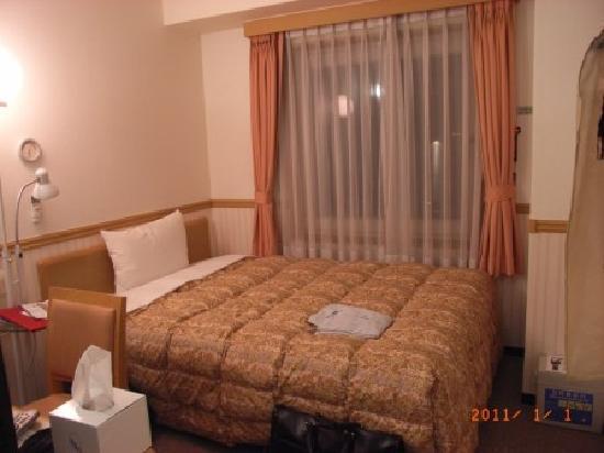 Toyoko Inn Busan Station 2: コンパクトな部屋ですが、ダブルベッド仕様