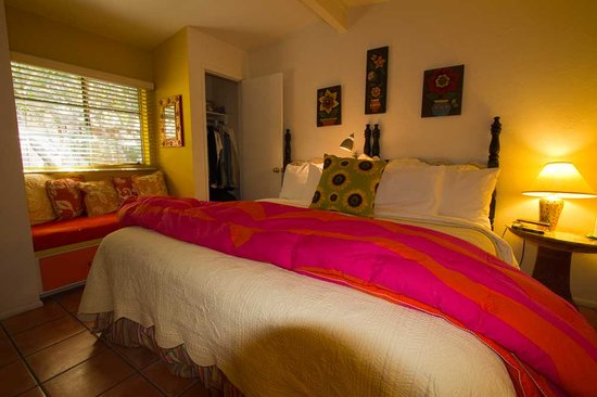 Peppertrees Bed & Breakfast Inn: casita bedroom