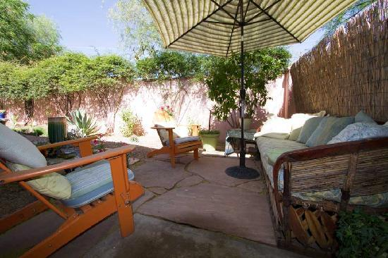 Peppertrees Bed & Breakfast Inn: casita patio