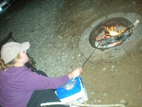 Bandon/Port Orford KOA: Making prawns on the Fire pit