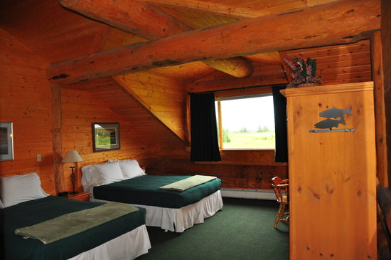 Glacier Bay's Bear Track Inn : isn't this the coziest room ever???  look at the logs in the ceiling!!