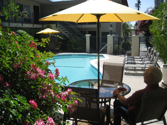 Tarzana Inn: relaxing garden property
