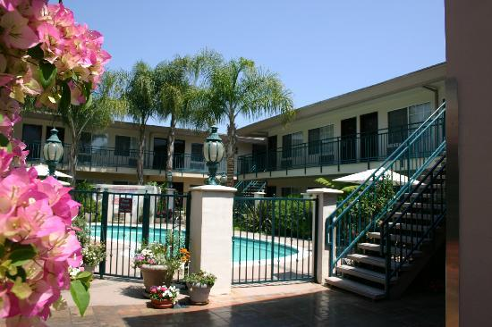 Tarzana Inn: an oasis in the city