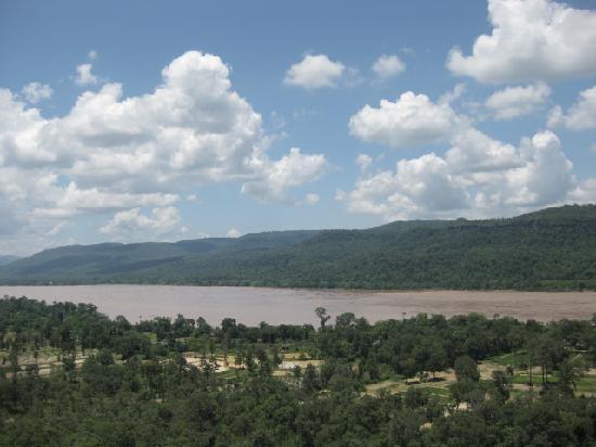 Pha Taem National Park: View to Laos across Mae Khong river