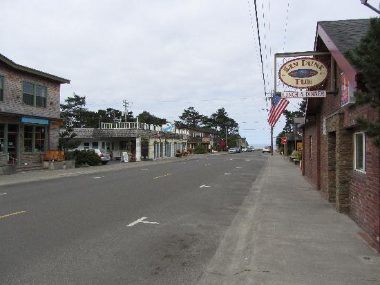 Spindrift Inn: View from the street and Sand Drift Inn